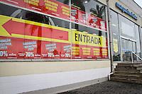 ATENÇÃO EDITOR: FOTO EMBARGADA PARA VEÍCULOS INTERNACIONAIS - SÃO PAULO,SP,10 JANEIRO 2013 - MEGALIQUIDAÇÃO MAGAZINE LUIZA - Movimentação na manhã de hoje na loja Magazine luiza do Shopping Aricanduva na zona leste  .FOTO ALE VIANNA - BRAZIL PHOTO PRESS.