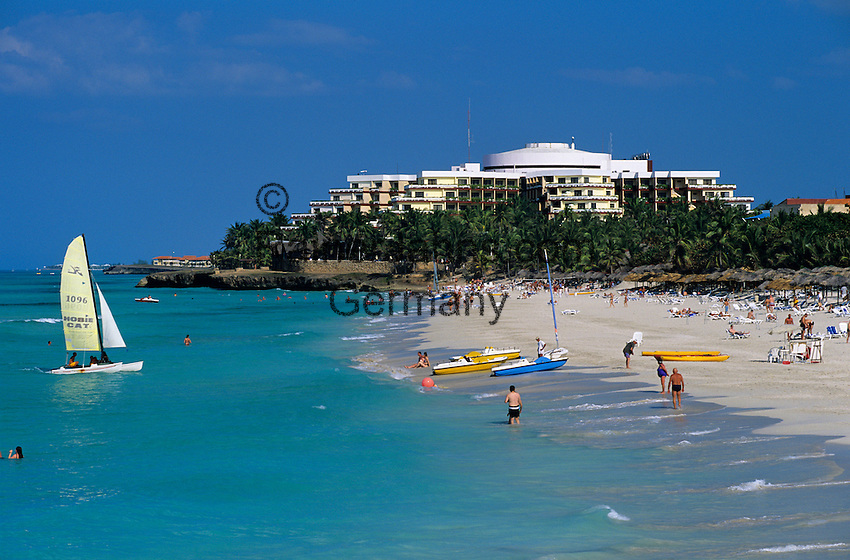 Cuba, Matanzas, Varadero: View along beach | Kuba, Matanzas, Varadero: Strandurlaub