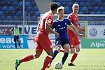 Dirigierte das Spiel: Dorian Diring (m.) beim Spiel in der Regionalliga Suedwest, SV Waldhof Mannheim - VfB Stuttgart II.<br /> <br /> Foto &copy; PIX-Sportfotos *** Foto ist honorarpflichtig! *** Auf Anfrage in hoeherer Qualitaet/Aufloesung. Belegexemplar erbeten. Veroeffentlichung ausschliesslich fuer journalistisch-publizistische Zwecke. For editorial use only.