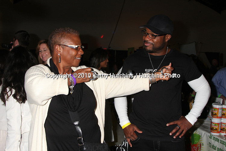 LOS ANGELES - NOV 20:  Malcolm-Jamal Warner, his mom at the Connected's Celebrity Gift Suite celebrating the 2010 American Music Awards at Ben Kitay Studios on November 20, 2010 in Los Angeles, CA