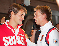 13-09-12, Netherlands, Amsterdam, Tennis, Daviscup Netherlands-Swiss, Draw   Roger Federer in conversation with Dutch captain Jan Siemerink(R)