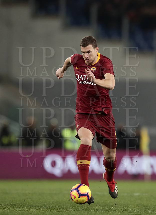 Football, Serie A: AS Roma - US Sassuolo, Olympic stadium, Rome, December 26, 2018. <br /> Roma's Edin Dzeko in action during the Italian Serie A football match between Roma and Sassuolo at Rome's Olympic stadium, on December 26, 2018.<br /> UPDATE IMAGES PRESS/Isabella Bonotto