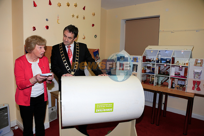 Mayor Richie Culhane pulls out the winning ticket at the  Samaritans - draw is for a large dolls house<br /> Picture: Fran Caffrey www.newsfile.ie