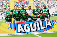 CALI - COLOMBIA -18-10-2015: Los jugadores de Deportivo Cali posan para una foto durante partido entre Deportivo Cali y el Independiente Santa Fe, por la fecha 16 de la Liga Aguila II-2015, jugado en el estadio Deportivo Cali (Palmaseca)  de la ciudad de Cali. / The Players of Deportivo Cali pose for a photo during a match between Deportivo Cali and Independiente Santa Fe, for the date 16 of the Liga Aguila II-2015 at the Deportivo Cali (Palmaseca)  stadium in Cali city. Photo: VizzorImage  / NR / Cont.