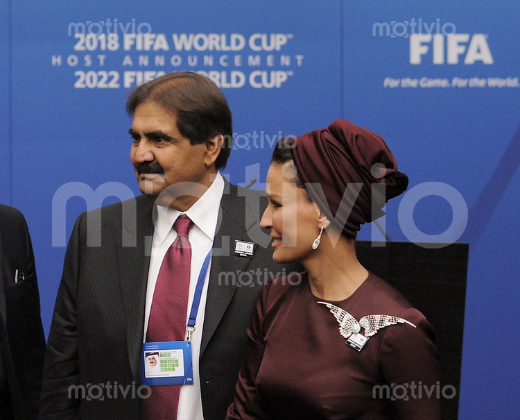 Fussball International   FIFA  WM 2018 und FIFA WM 2022     01.12.2010 Bewerbungs-Delegation Katar: Emir von Katar, HH Sheikh Hamad bin Khalifa Al-Thani (li) mit seiner Frau HH Sheikha Mozah bint Nasser Al-Missned