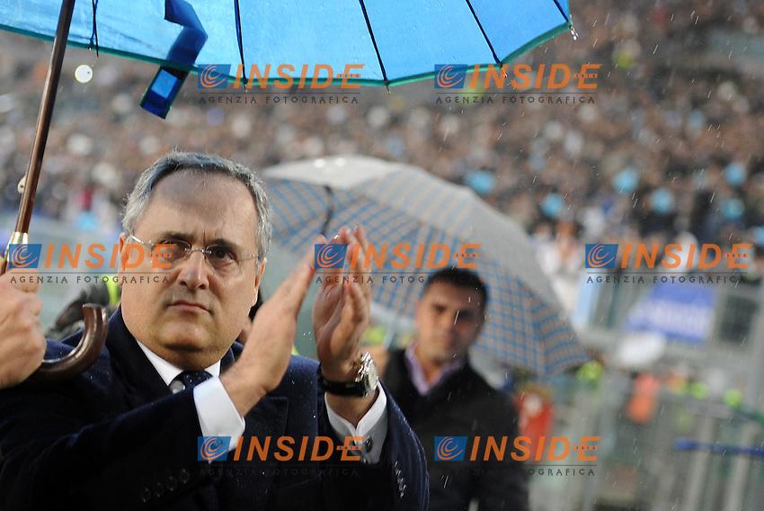 Claudio Lotito, presidente della Lazio, saluta la curva.11/11/2012 Roma, Stadio Olimpico.Campionato di Calcio Serie A 2012/2013.Derby.Lazio vs Roma 3-2.Foto Antonietta Baldassarre Insidefoto