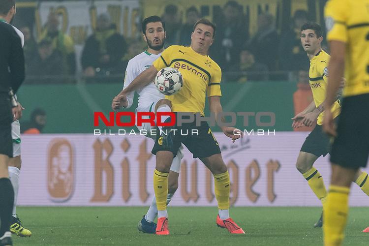 05.02.2019, Signal Iduna Park, Dortmund, GER, DFB-Pokal, Achtelfinale, Borussia Dortmund vs Werder Bremen<br /> <br /> DFB REGULATIONS PROHIBIT ANY USE OF PHOTOGRAPHS AS IMAGE SEQUENCES AND/OR QUASI-VIDEO.<br /> <br /> im Bild / picture shows<br /> Nuri Sahin (Werder Bremen #17) im Duell / im Zweikampf mit Mario Götze / Goetze (Dortmund #10), <br /> <br /> Foto © nordphoto / Ewert
