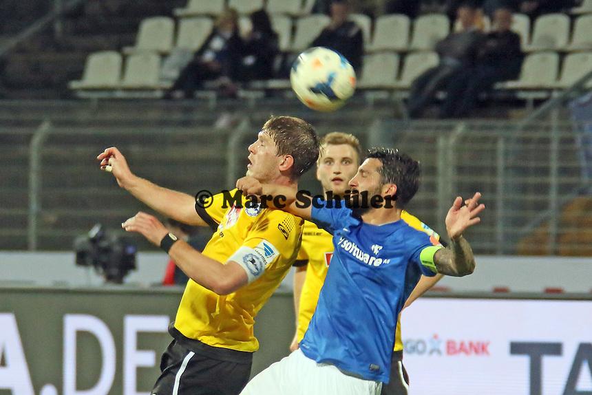 Aytac Sulun (SV98) gegen Felix Burmeister (Bielefeld) - SV Darmstadt 98 vs. Armina Bielefeld, Stadion am Böllenfalltor
