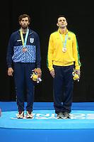 TORONTO, CANADÁ, 20.07.2015 - PAN-ESGRIMA -  Argentino Ricardo Butamante e brasileiro Renzo Agresta medalha de bronze na Esgrima nos Jogos Panamericanos  na cidade de Toronto no Canadá, nesta segunda-feira, 20. (Foto: Vanessa Carvalho/Brazil Photo Press)