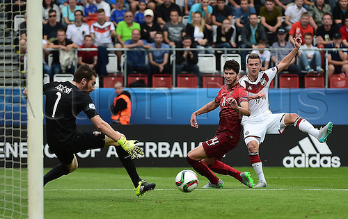 27.06.2015. Andruv Stadium, Olomouc, Czech Republic. U21 European championships, semi-final. Portugal versus Germany.  Goalie Jose Sa (Portugal) makes the save Tobias Figueiredo (Portugal), Joshua Kimmich (Germany)