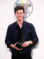 LOS ANGELES, CA - OCTOBER 09: Shawn Mendes, winner of the Favorite Artist - Adult Contemporary award, poses in the press room during the 2018 American Music Awards at Microsoft Theater on October 9, 2018 in Los Angeles, California. <br /> CAP/MPI/IS<br /> &copy;IS/MPI/Capital Pictures