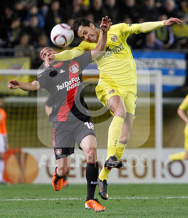 Villareal's Nilmar Honorato da Silva (r) and Bayer 04 Leverkusen's Sidney Sam during UEFA Europa League match.March 17,2011. (ALTERPHOTOS/Acero)