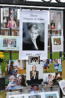 LONDON, ENGLAND - AUGUST 31: Members of the public laying floral tributes and messages at Kensington Palace on the 20th anniversary of Princess Diana's death, August 31st, 2017 in London, England.<br /> CAP/JOR<br /> &copy;JOR/Capital Pictures /MediaPunch ***NORTH AND SOUTH AMERICAS ONLY***