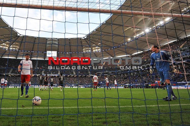 03.03.2012, Imtech Arena, Hamburg, GER, 1.FBL, Hamburger SV vs VfB Stuttgart, im Bild Zdravko Kuzmanovic (Stuttgart #08) schiesst per Elfmeter das Tor zum 3-0 fuer Stuttgart vorbei an Jaroslav Drobny (Hamburg #01), der mit Heiko Westermann (Hamburg #04) den Kopf haengen laesst // during the Match GER, 1.FBL, Hamburger SV vs VfB Stuttgart, Imtech Arena, Hamburg, Germany, on 2012/03/03<br /> Foto &copy; nph / Witke *** Local Caption ***