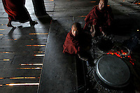 Buddhist novice monks prepare food at a temple where local villagers meet UN and Myanmar's police representatives in the village of Kyauk Ka Char in mountains of Shan State January 26, 2012. Myanmar has dramatically escalated its poppy eradication efforts since September 2011, threatening the livelihoods of impoverished farmers who depend upon opium as a cash crop to buy food. With new ceasefires ending years of conflict between the government and ethnic insurgents, Myanmar police and United Nations officials travel through opium-rich Shan State to ask farmers what assistance they need.   REUTERS/Damir Sagolj (MYANMAR)