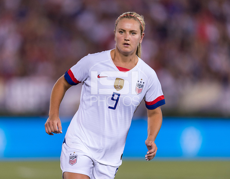 PASADENA, CA - AUGUST 4: Lindsey Horan #9 looks for the ball during a game between Ireland and USWNT at Rose Bowl on August 3, 2019 in Pasadena, California.