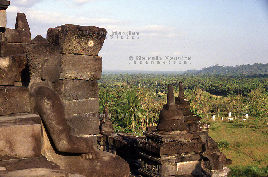Central Java, Indonesia: detail of The Borobudur temple.<br /> Indonesia, Giava: dettagli del tempio Borobudur.