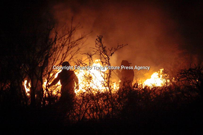 San Juan del R&iacute;o, Qro. 2 febrero 2016.- Rafael Zamorano Zu&ntilde;iga, Comandante de Bomberos Voluntarios de San Juan del R&iacute;o, declar&oacute; que los incendios se han incrementado hasta en 20 por d&iacute;a en los terrenos bald&iacute;os y zona conurbada de la ciudad.<br /> <br /> Asegur&oacute; que la corporaci&oacute;n atiende todos los siniestros y eso desgasta al personal y los recursos, ya que deben movilizar personal y recursos materiales.<br /> <br /> El Comandante Zamorano pidi&oacute; a la ciudadan&iacute;a que para evitar incendios y el riesgo de tener lesionados, deben limpiar sus terrenos y evitar que crezcan los pastizales.