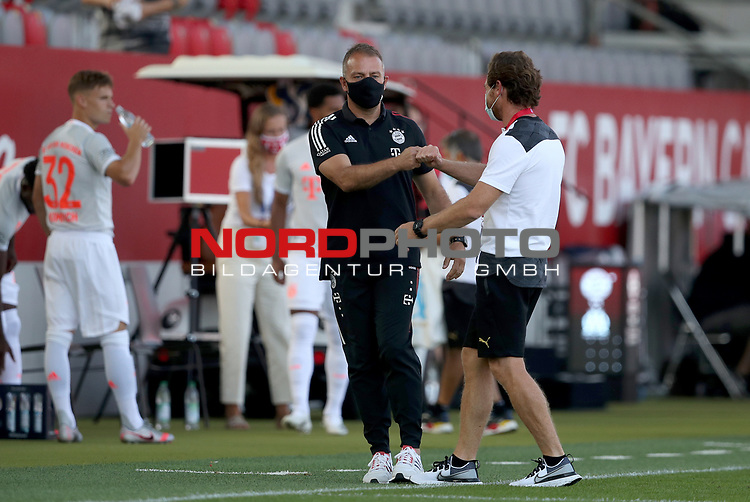 Hansi Flick Trainer head coach von FC Bayern Muenchen mit Andre Villas-Boas head coach of Olympique Marseille<br />