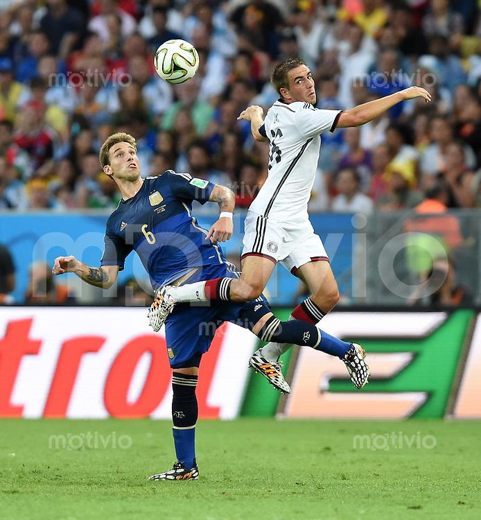 FUSSBALL WM 2014                FINALE Deutschland - Argentinien     13.07.2014 Lucas Biglia (li, Argentinien) gegen Philipp Lahm (re, Deutschland)