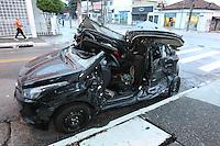 SAO PAULO, SP, 08-03-2014, ACIDENTE VILA CARRÃO. Tres pessoas ficaram feridas em um  acidente que aconteceu na madrugada desse sabado (8), por volta da 1h, quando os dois veiculos colidiram no cruzamento da Av Carrão com a Rua Lutecia., no bairro da Vila Carrão.  Luiz Guarnieri/ Brazil Photo Press.