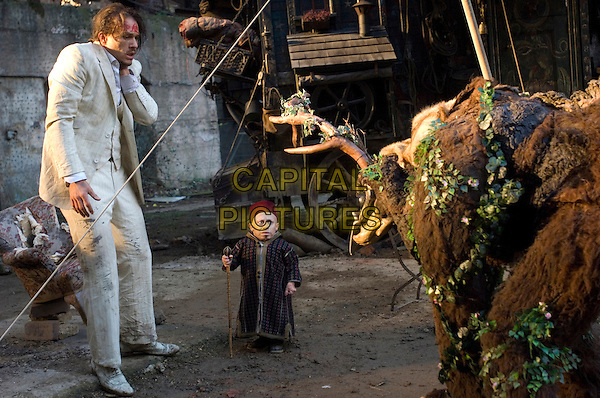 HEATH LEDGER & VERNE TROYER.in The Imaginarium of Doctor Parnassus.*Filmstill - Editorial Use Only*.CAP/FB.Supplied by Capital Pictures.