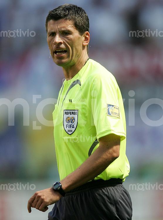 Fussball WM 2006l Gruppenspiel Vorrunde in Leipzig: Serbien Montenegro - Holland, Serbia and Montenegro - Netherlands Schiedsrichter Dr. Markus Merk (GER).