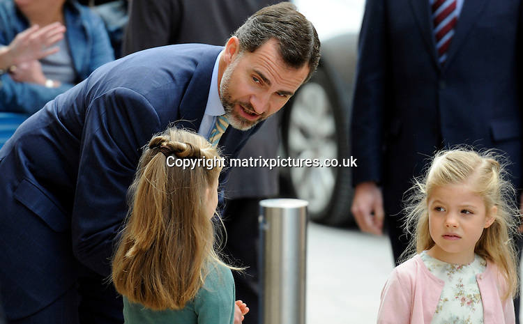 NON EXCLUSIVE PICTURE: MATRIXPICTURES.CO.UK.PLEASE CREDIT ALL USES..UK, AUSTRALIA, NEW ZEALAND AND ASIA RIGHTS ONLY..Spanish royal Prince Felipe is pictured attending an Easter service with his daughters Leonor and Sofia, at Palma Cathedral in Majorca, Spain...MARCH 30st 2013..REF: KDA 132131..KM