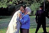 United States President George H.W. Bush kisses first lady Barbara Bush as he departs the South Lawn of the White House in Washington, DC on Friday, October 23, 1992.<br /> Credit: Ron Sachs / CNP