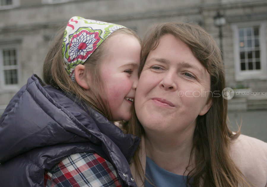 09/03/2011.Labour Party Joanna Tuffy TD with daughter Pippa Tuffy Long (6).at Leinster House,  Dublin..Photo: Gareth Chaney Collins