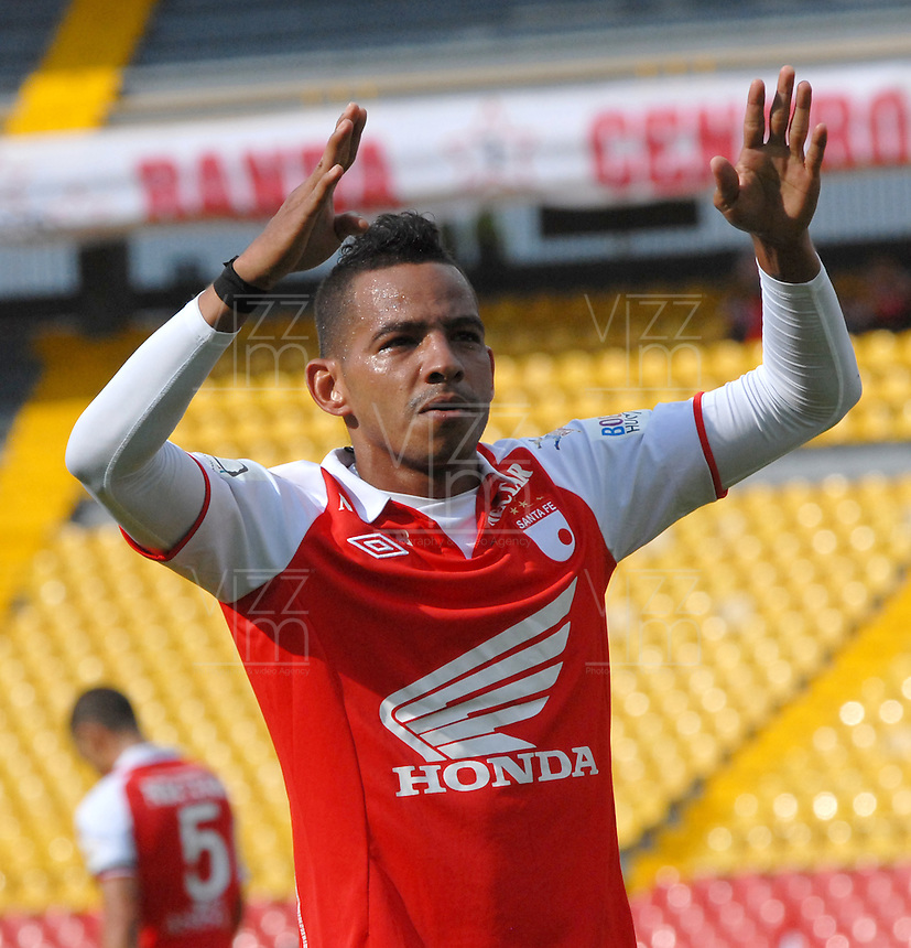 BOGOTA - COLOMBIA-27-04-2013: Wilder Medina jugador de Independiente Santa fe, celebra el gol anotado durante partido en el estadio Nemesio Camacho El Campin de la ciudad de Bogota, abril 27 de 2013. Independiente Santa Fe y Envigado F.C. durante partido por la decimotercera fecha de la Liga Postobon I. (Foto: VizzorImage / Luis Ramirez / Staff). Wilder Medina Independiente Santa Fe player celebrates the goal scored during game in the Nemesio Camacho El Campin stadium in Bogota City, April 27, 2013. Independiente Santa Fe and Envigado F.C. in a match for the thirteenth round of the Postobon League I. (Photo: VizzorImage / Luis Ramirez / Staff).