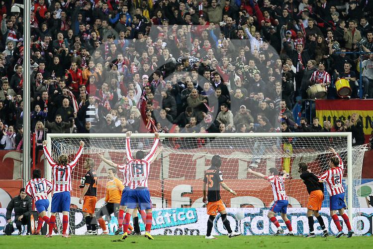 Atletico de Madrid's players celebrate goal during La Liga match.(ALTERPHOTOS/Acero)