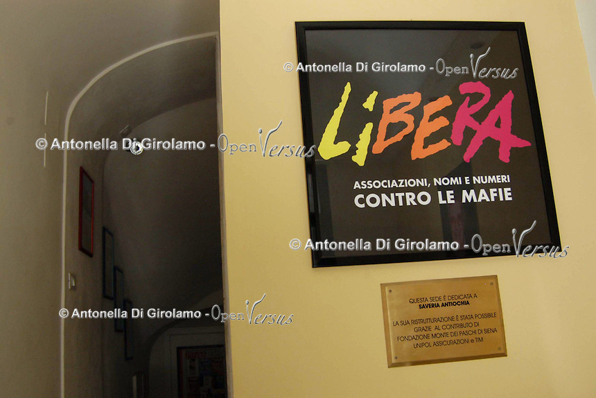 Beni confiscati alla mafia. Confiscated property from Mafia..Libera. Associazioni, nomi e numeri contro le mafie è nata il 25 marzo 1995 con l'intento di sollecitare la società civile nella lotta alle mafie e promuovere legalità e giustizia. Fondata da Don Ciotti. Anche la segreteria nazionale è all'interno di un edificio confiscato alla mafia..Libera. Associations, names and numbers against mafias was born March 25 1995 with the intent to solicit civil society in combating gangs and promoting law and justice. Founded by Don Ciotti. The national secretary is located in a building confiscated to the mafia....