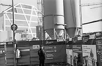Berlino, quartiere Mitte. Cantiere per la ricostruzione del Berliner Schloss (Castello di Berlino) e della metropolitana. Silos e il museo temporaneo Humboldt Box --- Berlin, Mitte district. Yard for the reconstruction of the Berliner Stadtschloss (Berlin Palace) and for the underground. Silos and the temporary museum Humboldt Box.