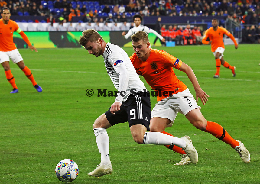 Timo Werner (Deutschland Germany) gegen Matthijs de Ligt (Niederlande, Netherlands) - 19.11.2018: Deutschland vs. Niederlande, 6. Spieltag UEFA Nations League Gruppe A, DISCLAIMER: DFB regulations prohibit any use of photographs as image sequences and/or quasi-video.