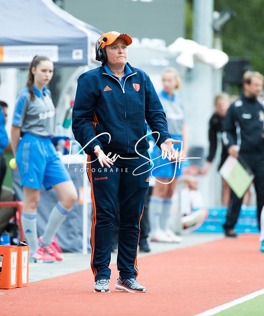 SCHIEDAM - bondscoach Alyson Annan (Ned) tijdens een oefenwedstrijd tussen  de dames van Nederland en Belgie  (0-1), in aanloop naar het  EK Hockey, eind augustus in Amstelveen. COPYRIGHT  KOEN SUYK