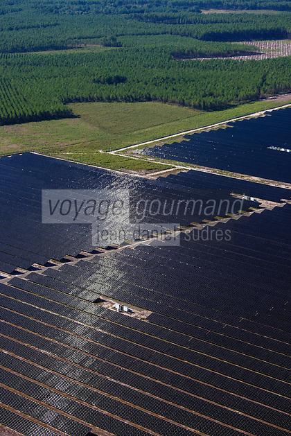 France, Aquitaine, Landes (40) , Env Castets: Ferme solaire , Vue aérienne //  France, Aquitaine, Landes, Near  Castets: solar farm, aerial view