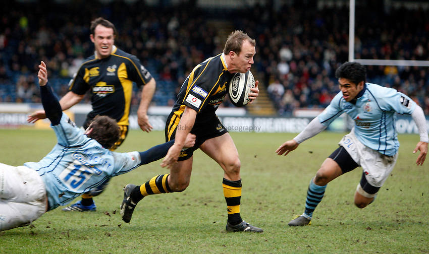 Photo: Richard Lane/Richard Lane Photography. .London Wasps v Bristol Rugby. Guinness Premiership. 23/02/3008. Wasps' Mark Van Gisbergen attacks.