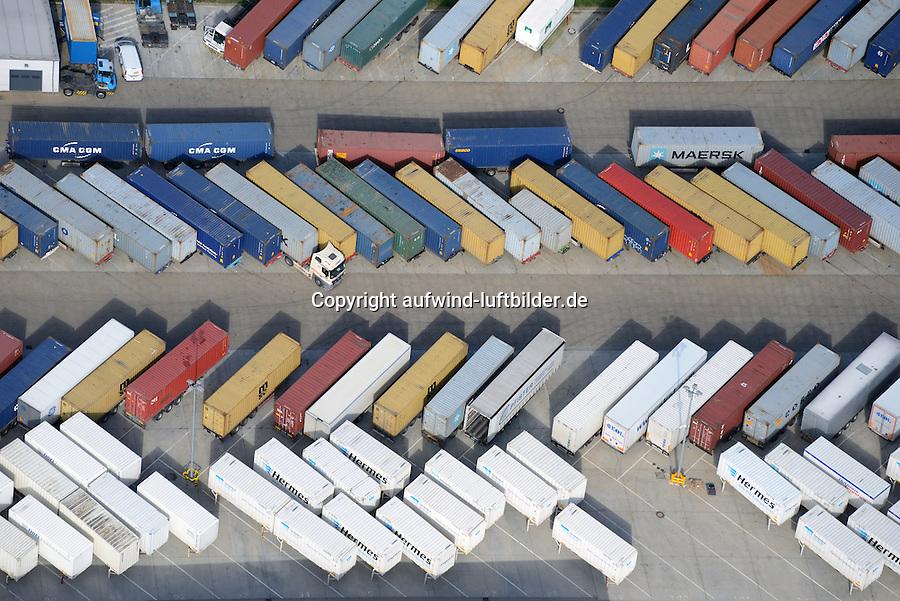 Container auf Weselbruecke und Wechselfahrgestell: EUROPA, DEUTSCHLAND, HAMBURG, (EUROPE, GERMANY), 21.09.2014 Container auf Weselbruecke und Wechselfahrgestell, abgestellte Container warten auf Beladung und Entladung bei einer Logistik Firma