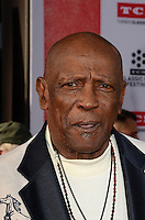 LOS ANGELES - APR 28:  Louis Gossett Jr at the TCM Classic Film Festival Opening Night Red Carpet at the TCL Chinese Theater IMAX on April 28, 2016 in Los Angeles, CA