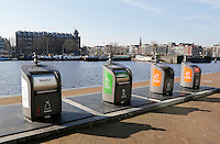 Nederland Amsterdam 2016 02 27.  Containers voor afval op het Oosterdok. Foto Berlinda van Dam / Hollandse Hoogte