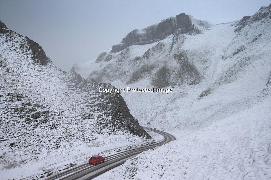 18/11/16<br /> <br /> A car makes its way down Winnats Pass after heavy snowfall turns the Peak District near Castleton into a winter wonderland.<br /> <br /> All Rights Reserved F Stop Press Ltd. (0)1773 550665   www.fstoppress.com
