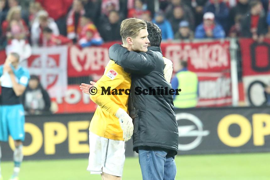 Siegesjubel Mainz mit Loris Karius und Manager Christian Heidel - 1. FSV Mainz 05 vs. Eintracht Frankfurt, Coface Arena, 12. Spieltag
