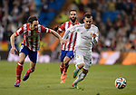 Atletico Madrid's midfielder Juanfran (L) vies with Real Madrid's forward Jese Rodriguez Ruiz during the Spanish Copa del Rey (King's Cup) semifinal first-leg football match Real Madrid CF vs Club Atletico de Madrid at the Santiago Bernabeu stadium in Madrid on February 5, 2014.   PHOTOCALL3000/ DP
