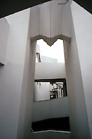 F.L. Wright: Anderton Court Bldg. Detail. Shops on Rodeo Drive, Beverly Hills, CA. Photo '82.