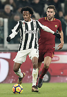 Calcio, Serie A: Juventus - AS Roma, Torino, Allianz Stadium, 23 dicembre, 2017. <br /> Juventus' Juan Cuadrado (l) in action with Kevin Strootman (r) during the Italian Serie A football match between Juventus and Roma at Torino's Allianz stadium, December 23, 2017.<br /> UPDATE IMAGES PRESS/Isabella Bonotto