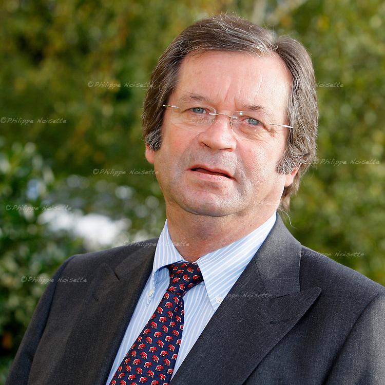 20070921 - France - Bourgogne - Auxerre<br /> JEAN-JACQUES LENNE, DE LA MAISON DE L'ENTREPRISE A AUXERRE.<br /> Ref : JEAN-JACQUES_LENNE_006.jpg - &copy; Philippe Noisette.