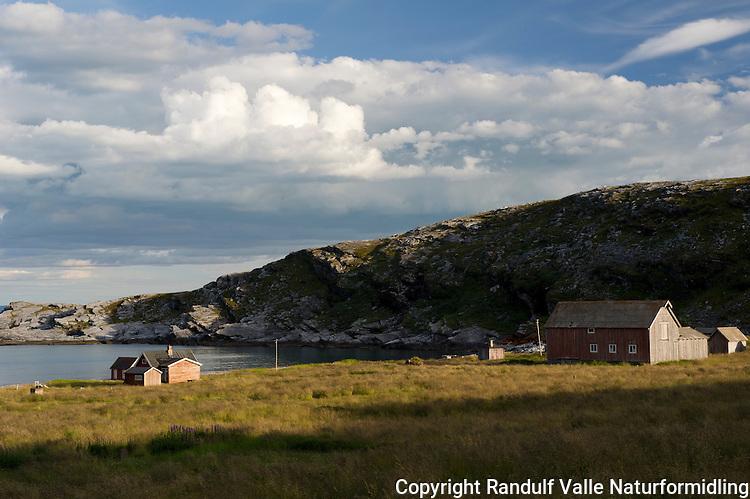Den gamle bosetningen Sværholt, ytterst på Sværholthalvøya. ---- The old settlement of Sværholt.
