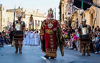 Einwohner der Ortschaft Zejtun auf der Insel Malta feiern am Freitag, 14.04.2017, vor der Kirche von Zejtun / Malta den Karfreitag mit der traditionellen Prozession. 680 Glaeubige aus Zejtun nahmen an der Prozession teil und trugen 12 Statuen durch die Strassen. | Inhabitants of the town of Zejtun / Malta had their traditional Good Friday procession on Friday, 2017-04-14, at the church of Zejtun on the island of Malta. 680 believers from Zejtun participated and carried 12 statues through the streets.  [ (c) Rainer Raffalski, Tinkhofstr. 19, 45731 Waltrop, Germany, www.Rainer-Raffalski.de, email Rainer.Raffalski@gmx.de, Tel.+Fax 0049-2309-70002, mobil 0049-171-5448541. Jegliche Nutzung ist honorarpflichtig (+7%Mwst.), Urhebervermerk und Belegexemplar obligatorisch. Honorar gemaess den aktuellen Honorarempfehlungen der Mittelstandsgemeinschaft Foto-Marketing (MFM), wenn nicht vor der Nutzung anders vereinbart. Konto 360 46 720, Sparkasse Vest Recklinghausen, BLZ 426 501 50.  Steuer-Nr. 340/5269/0086, Finanzamt Recklinghausen. Any use requires purchase of license. Fees according to current MFM-recommendations, if no other agreement is settled prior to use. International Bank Account Number DE64 4265 0150 0036 0467 20, SWIFT-BIC.: WELADED1REK. www.freelens.com/clearing ] [#0,26,121#]