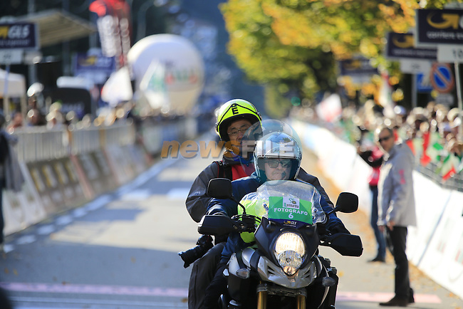 Photographer Yuzuru Sunada crosses the finish line in Como at the end of Il Lombardia 2015 running 245km from Bergamo to Como, Italy. 4th October 2015.<br /> Picture: Eoin Clarke | Newsfile